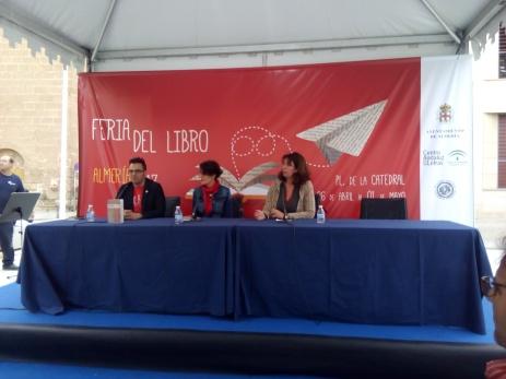Lectura de Almudena en la Feria del libro de Almería